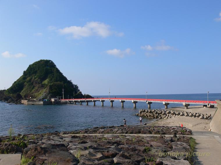 山形県鶴岡市の沖合にある白山島(はくさんじま)2014
