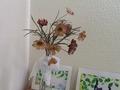 カウンセリングルームにかざりました。手作り絹の花